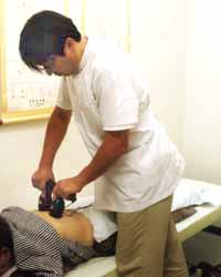 ビワ温灸の施術
